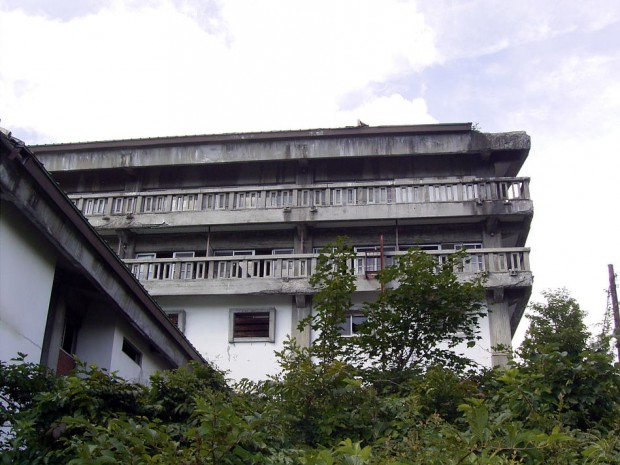 妙高高原ホテル(出典・廃墟演舞:http://www5f.biglobe.ne.jp/~metamorphose/)